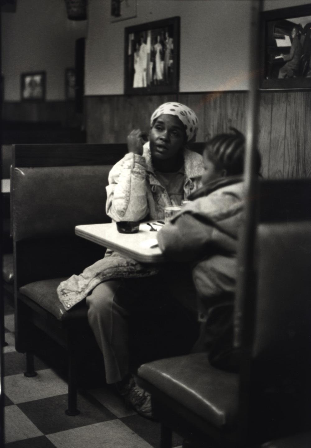 vystava-arthur-jaffa-praha-afroamericane-cernobila