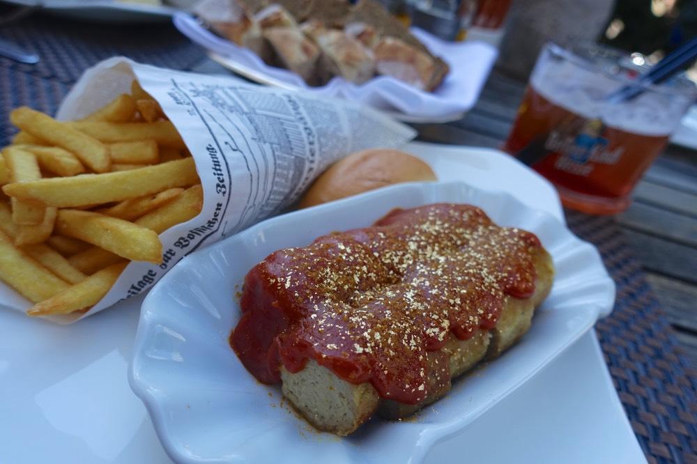 currywurst-berlin-hotel-adlon-zlaty