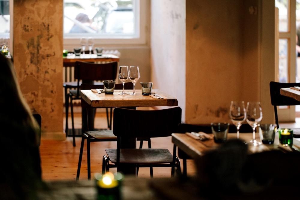 kenholtz-nabytek-berlin-stul-ekologie-restaurace