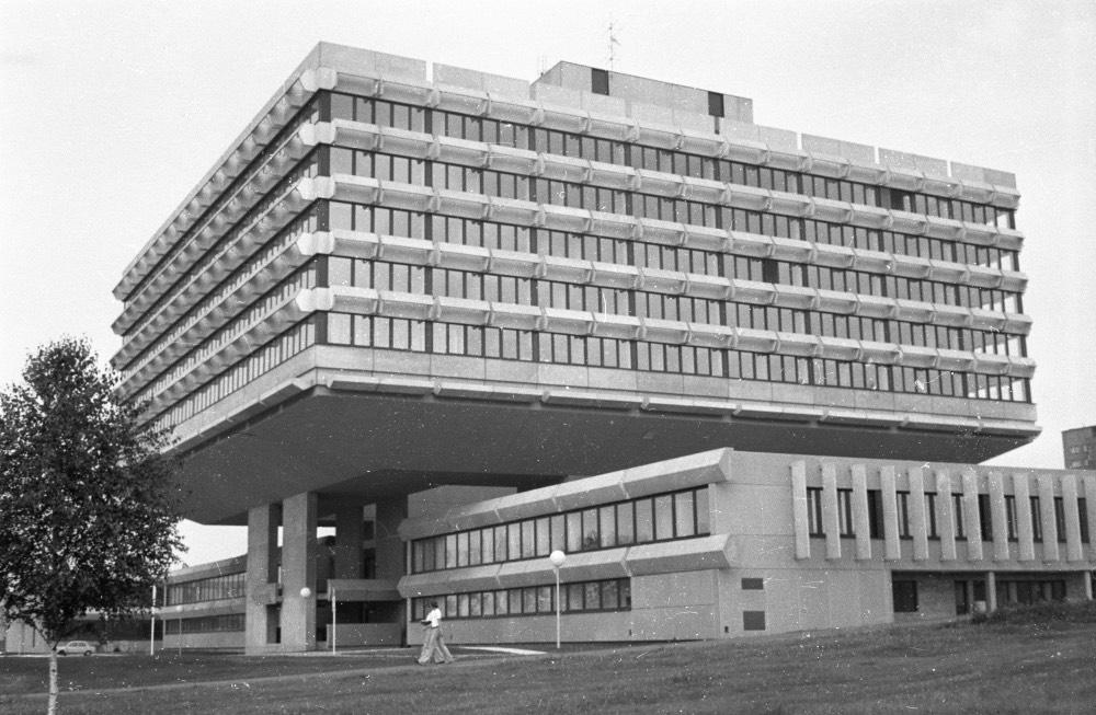 koospol-praha-brutalismus-ceske-centrum-berlin