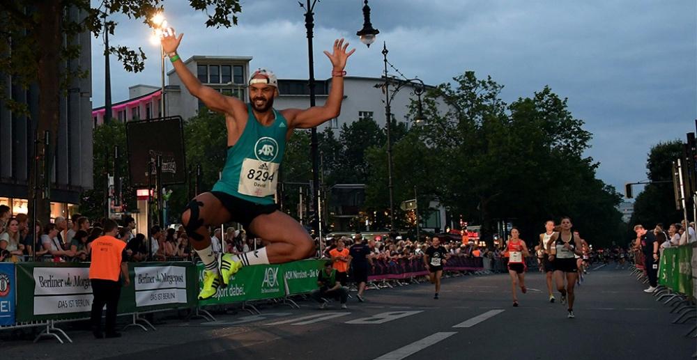 Adidas-Runners-City-Night-berlin-beh