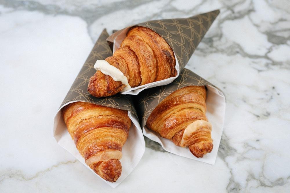 cukrarna-mysak-praha-croissant-kava