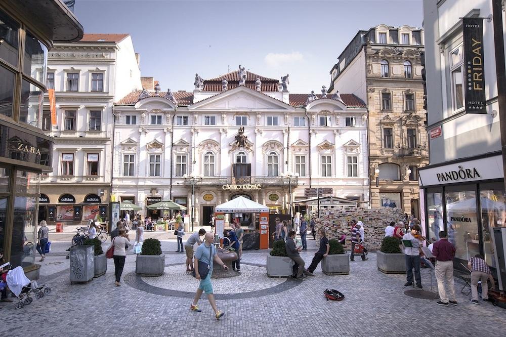Fasáda Paláce Savarin v Praze