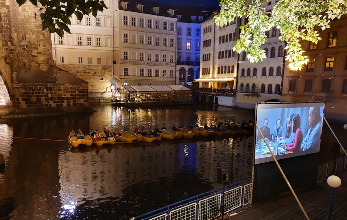 Projekce filmu na Vltavě