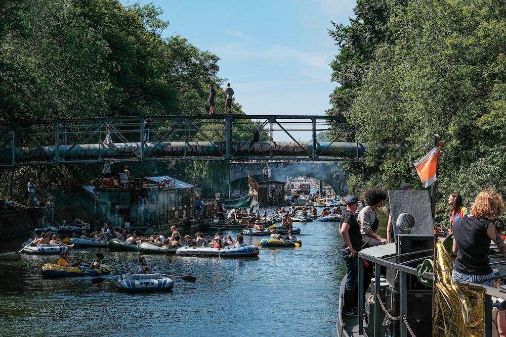 Berlínská demobstrace na vodě