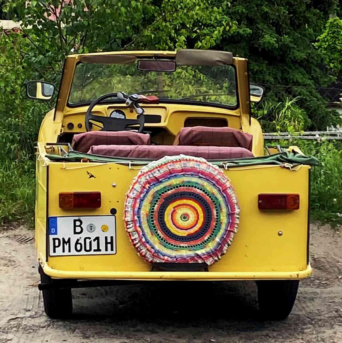 Žluté hippie auto