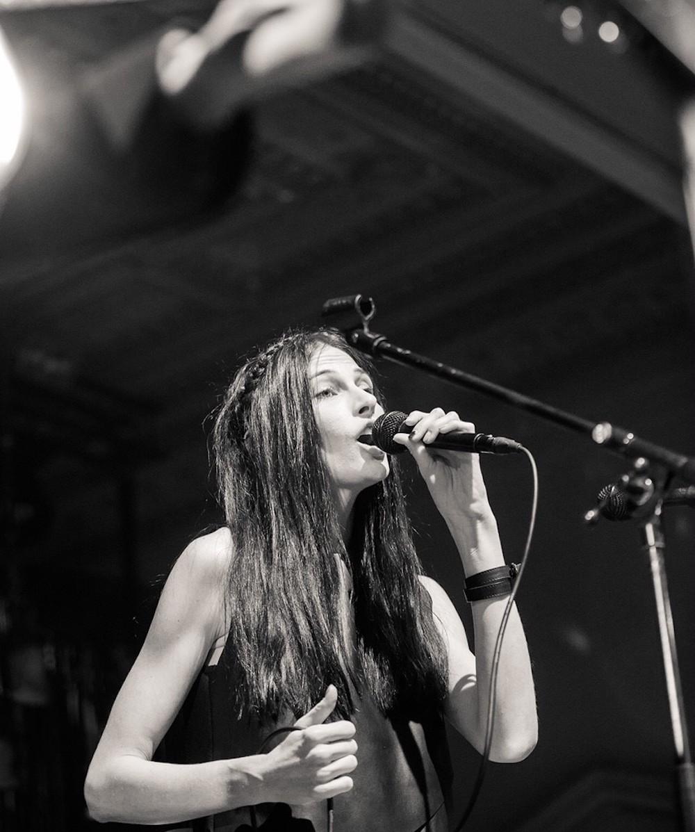 Iva Fruhlingova zpěvačka